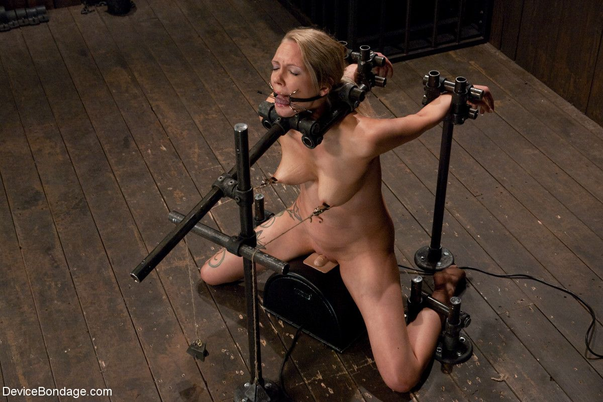 Tattooed Slave Blonde Rain Degrey Gets Her Pussy Vibrated