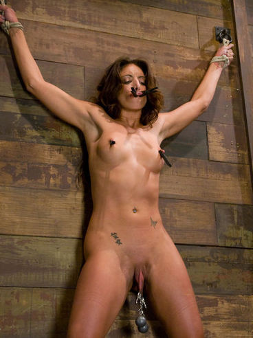 Gina Caruso experiences pain in her nipples and pussy because of too tight rope bondage