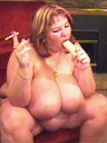 Mature fattie Wonder Tracy bangs her huge breasts and puffy pussy by her dildo