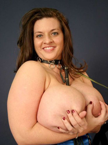 Kinky big breasted brunette fattie Maria Moore in blue corset plays with ropes and pegs