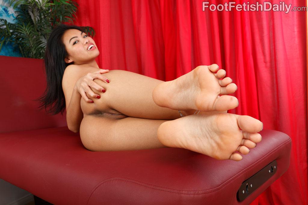 Girl In A Period Porn Pics