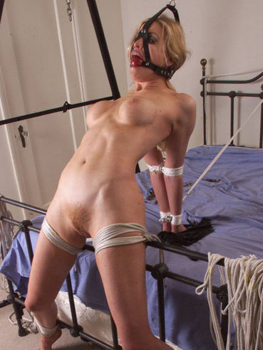 Naked sexy bondage blonde Sadie Belle gets tied and suspended over her bed