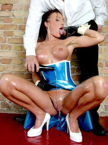 Pierced pussy lady Gina LatexSlutShow in blue rubber dress and black gloves gets ass fucked
