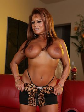 Nasty ebony milf DD Aziani is a hot female bodybuilder with firm big melons and strong thighs.