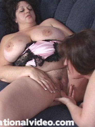 Lesbian fatties Curvaceous Candy and Jammin Jennie lick tits and snatches of each other