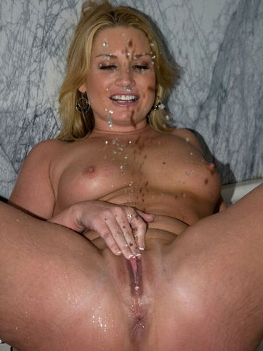 Babe Flower Tucci is pissing in front of guy's eyes and then willingly drinks his piss too