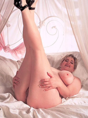 Naked shameless BBW model Marina in high heels exposes her juicy tits and bush