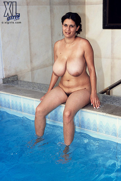 bbw in the swimming pool naked