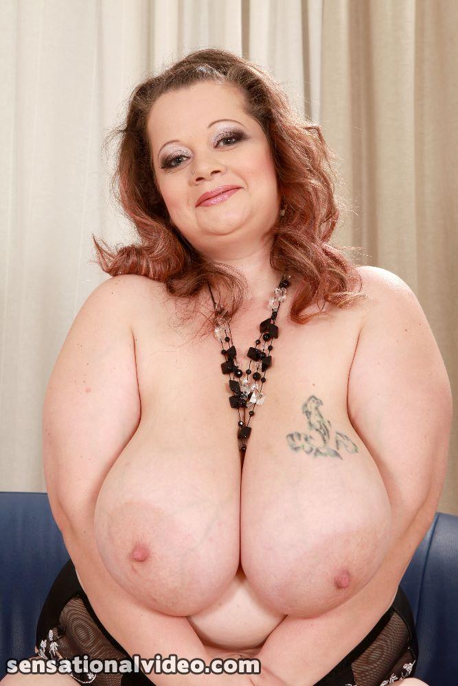 Mature mommy big tits pics