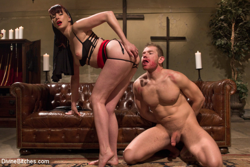 Maitresse Madeline Cuckolds her Boyfriend with a Woman