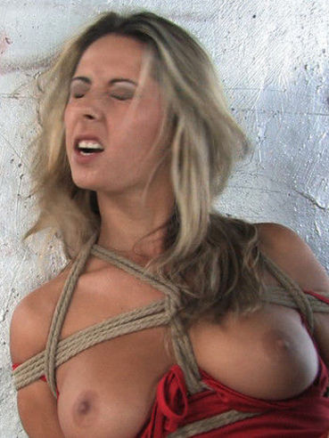 Tied Daria Glower gets her helpless trimmed pussy stuffed full of cock under the bridge