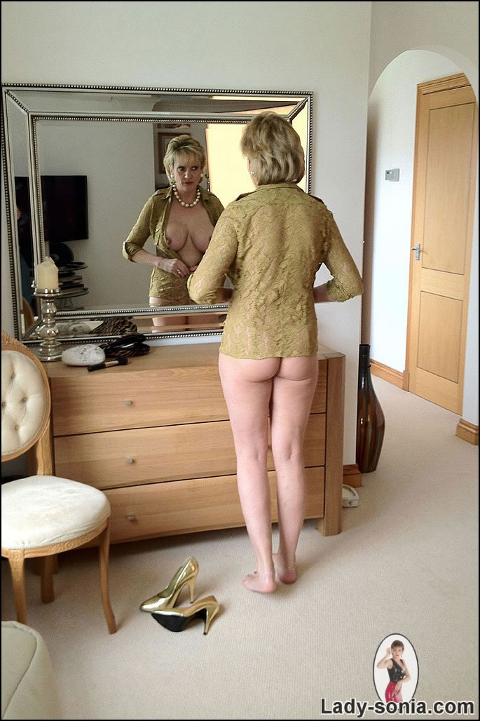 Big fetish nude woman
