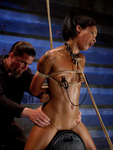 It is time for some spanking for the bondage model Skin Diamond. She is golden!