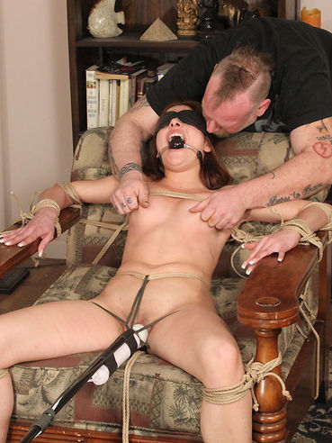 Slave girl Evilyn Fierce gets tied to armchair with vibrator between her legs