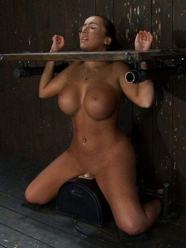 Round titted tan skin slave Richelle Ryan rubs her smooth pussy on sybian