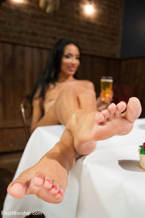 kate foot fetish Anissa