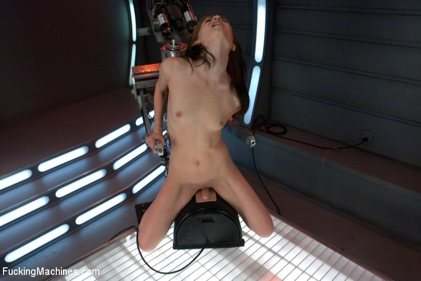 Sensi pearl fucking machines
