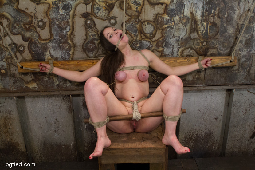 Flexible slut bound in splitsspitroasted and bbc creampied - 3 5