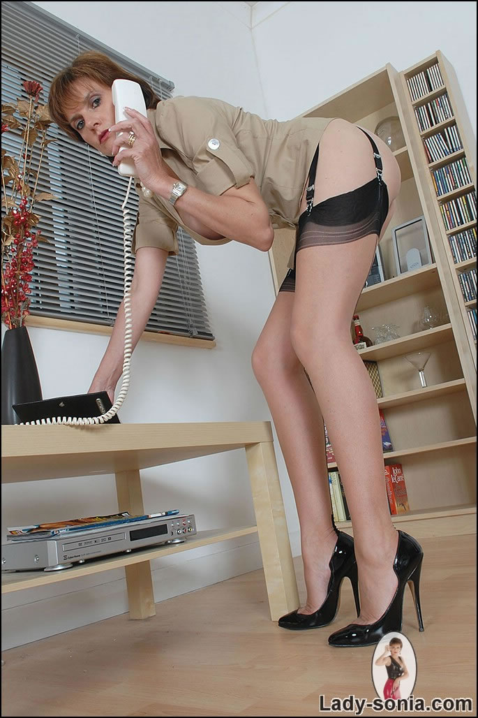 Lady sonia secretary foot fetish gallery