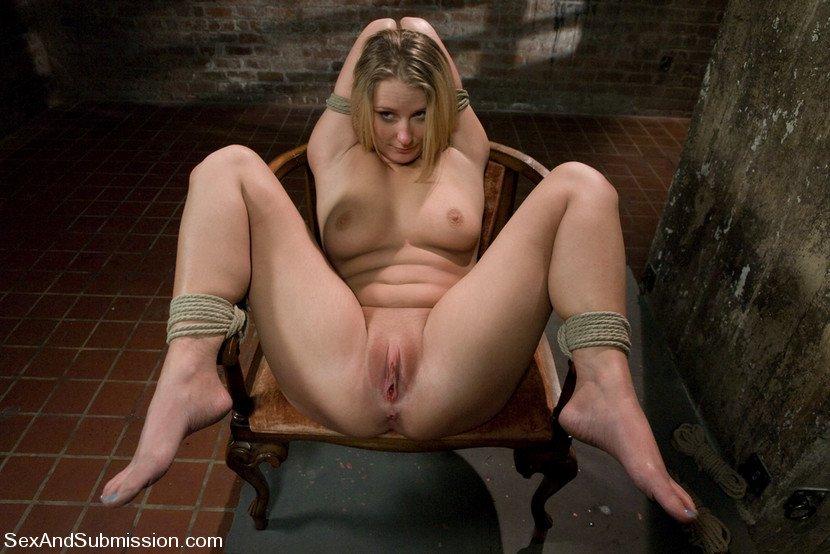 maitresse dominatrice var femme au gros teton