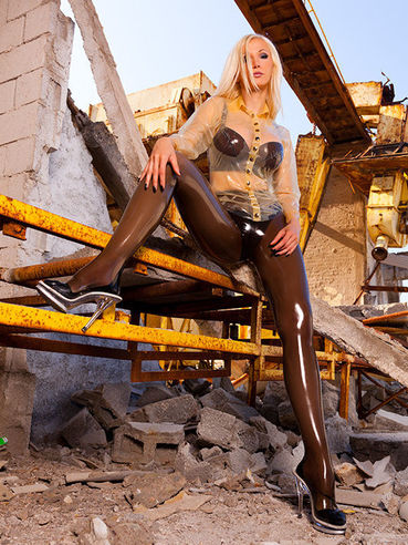 Susan Wayland has long legs and she is more than ready to show them off...