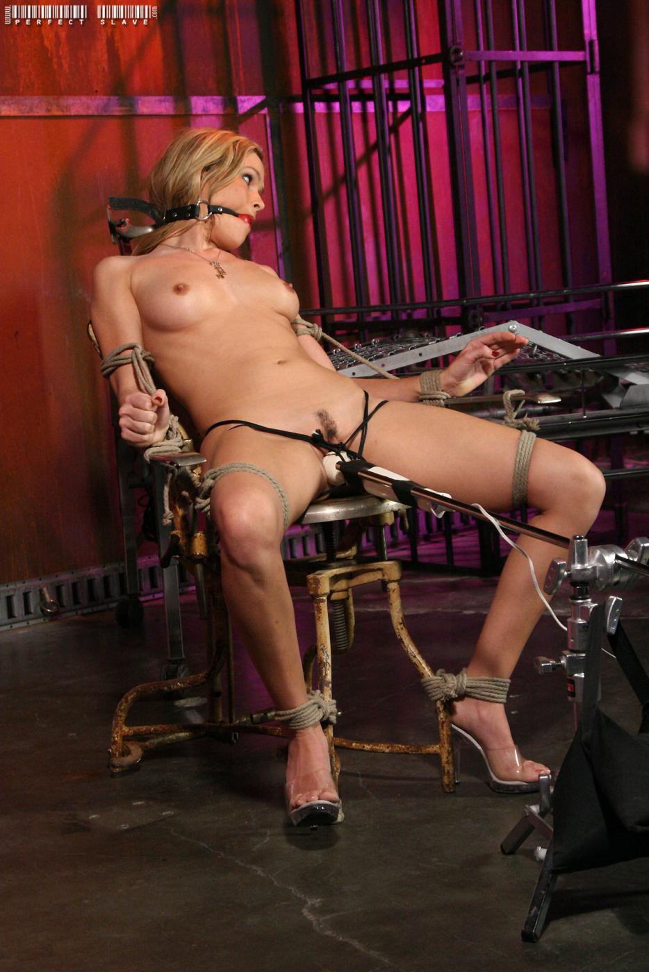 Sensual dickforlily abused massage
