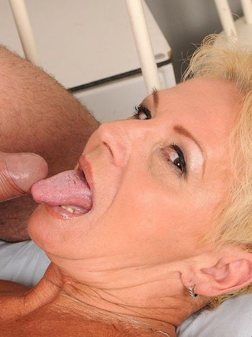 Short haired mature blonde Helena with shapeless tits has sex with horny doctor