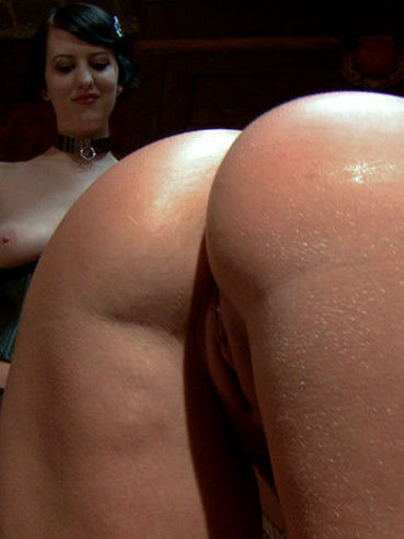 The blonde chick Mellanie Monroe participates in the bdsm orgy with guys and girl
