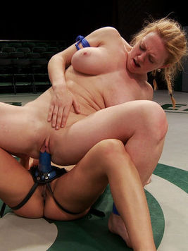 Tanned Adrianna Luna gets her perfectly shaved slit wet while wrestling in cat fights with Darling.