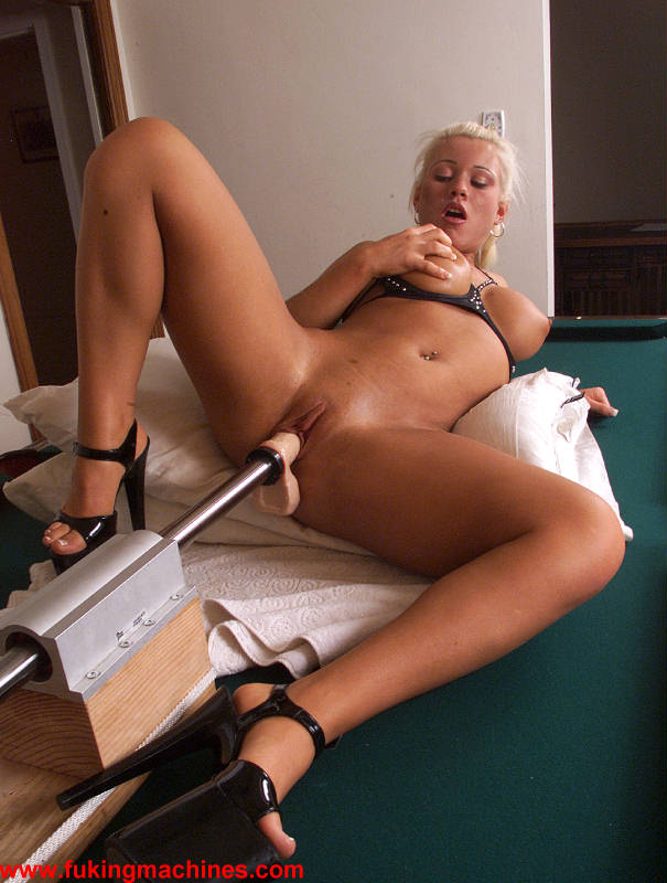 Dildo huge inserting
