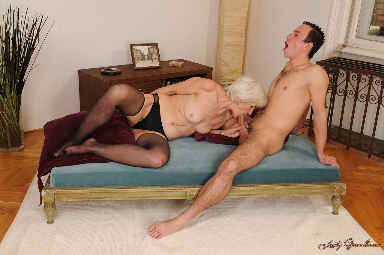 Секс между бабушкой ивнуком в хорошем качестве фотоография