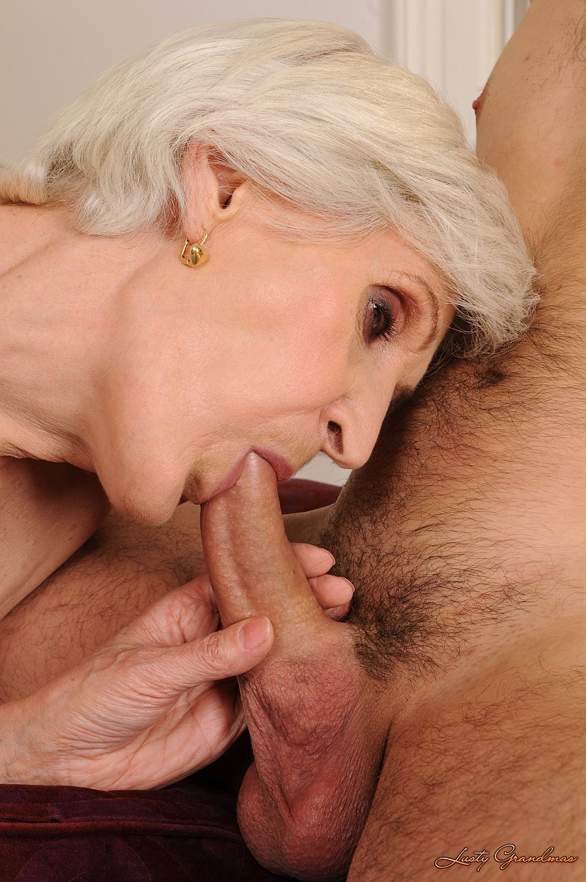 skinny granny viviana gets her hairy pussy covered in sperm after